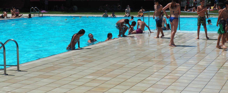 La piscina de sant fruit s d na per acabat un estiu m s for Piscina municipal manresa