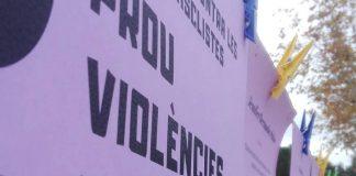 Cartells amb els noms de les víctimes de violència masclista al 2018, a la plaça del Nexe de Sant Fruitós FOTO.NEXE JOVE