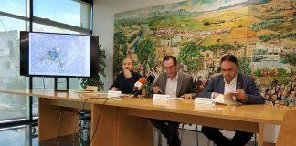 Marc Alou, Joan Carles Batanés, i Valentí Junyent, d'esquerra a dreta, presenten el nou document del Consorci de l'Agulla