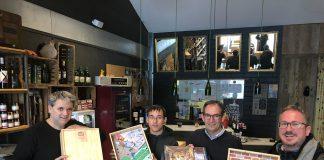 Comerciants de Sant Fruitós i l'alcalde, Joan Carles Batanés, presenten el joc FOTO-AJUNTAMENT DE SANT FRUITÓS