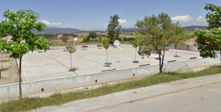 Plaça Primer d'Octubre situada al costat del C/Verge de Juncadella de Pineda de Bages