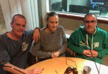 Xavier Navarro (esquerra), Susana Rebordosa i Màrius Bonjorn a l'estudi de Ràdio Sant Fruitós