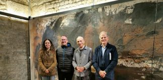 Imatge de la inauguració de l'exposició de l'artista Agustí Penadès al Temple Romà de Vic