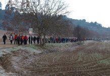 Els participants traçant un dels camins de la Marxa del Terme 2019. Fotografia: Foto Isidre