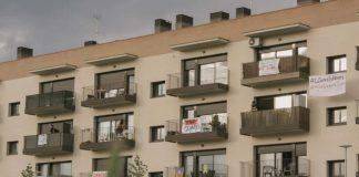 La façana del bloc afectat.