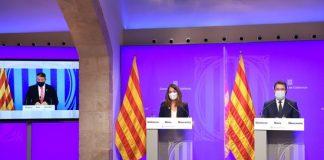La consellera de Presidència, Meritxell Budó, i el vicepresident de la Generalitat, Pere Aragonès, escoltant el conseller Miquel Sàmper durant una roda de premsa. - FOTO: ACN